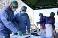 イタリアでは医療関係者が不足している(北部ブレシアの病院)=AP