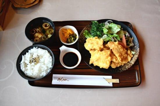 レストラン「あんとれ」のとり天定食は行列ができるほどの人気(大分市)