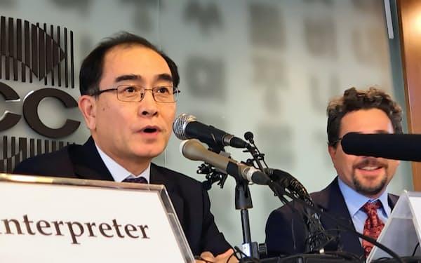 ソウル外信記者クラブで記者会見する元北朝鮮駐英公使の太永浩(テ・ヨンホ)氏