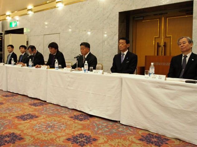 全国求人情報協会や日本私立大学団体連合会などの幹部らが「1日インターン」の廃止を表明(東京都千代田区)