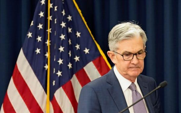 米連邦準備理事会(FRB)のパウエル議長は新型コロナ対策で緊急措置を相次いで打ち出している=ロイター