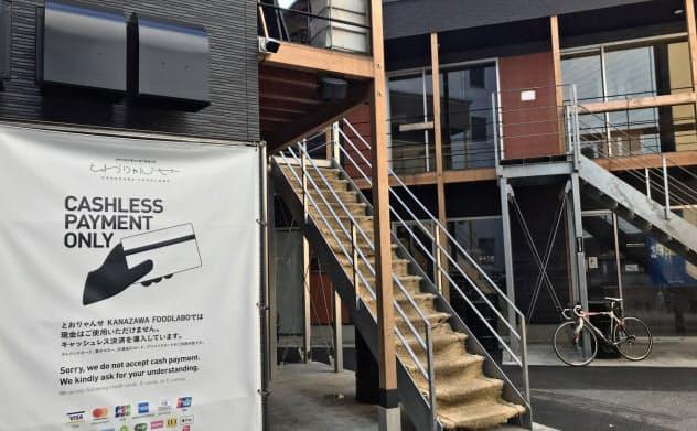 2階建てのとおりゃんせの施設には12店舗が入居できる