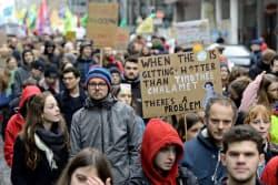 3月6日にベルギーで行われた「欧州気候変動ストライキ」。気候変動への関心は投資の世界でも高まっている。=ロイター