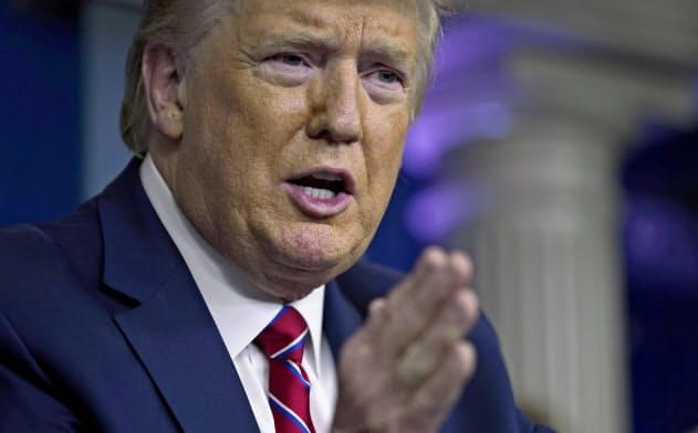 トランプ政権は新型コロナへの対応として2兆ドル規模の景気刺激策を検討している(AP)
