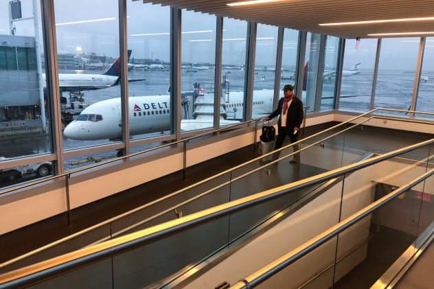 JFK空港は一時、フライトの発着ができなくなった=ロイター