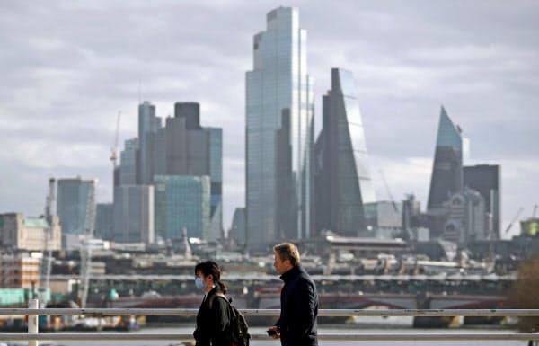 英国でも新型コロナの脅威が広がっている(金融街シティーのビル群)=ロイター