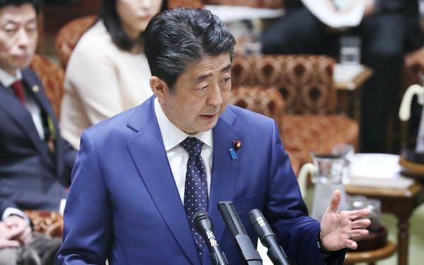 参院予算委で東京五輪の開催問題について答弁する安倍首相(23日午前)