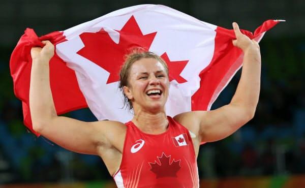 カナダはスポーツ団体などに大規模な資金提供を決めた(リオ五輪レスリング女子75キロ級金メダリストのエリカ・ウィーブ選手)=ロイター