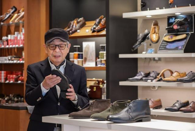 「ビジネスマンはやはり、トラッド靴を大事にしてほしい」と話す石津祥介さん(東京都中央区のREGAL日本橋)
