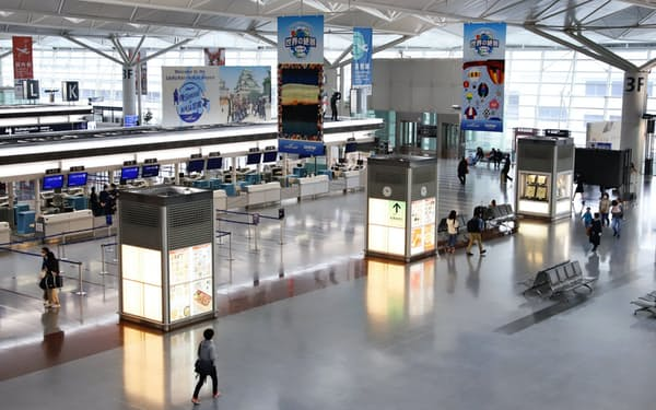 旅行需要の急減で空港は閑散としている(中部国際空港の出発ロビー)