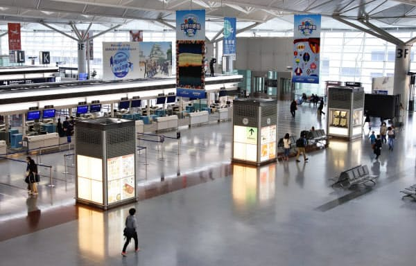 閑散とする中部国際空港の出発ロビー