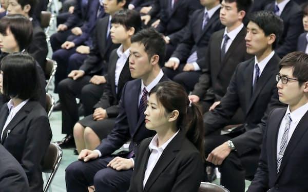 九州電力で昨春開かれた入社式(福岡市)