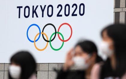 東京五輪の延期が現実味を帯びてきた(23日、東京都新宿区)