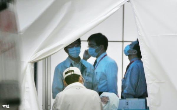 新型インフルエンザの専門外来には患者が殺到した (2009年5月、神戸市立中央市民病院)