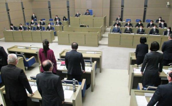 京都府亀岡市議会は24日、プラスチック製レジ袋の提供を禁止する条例を全会一致で可決した