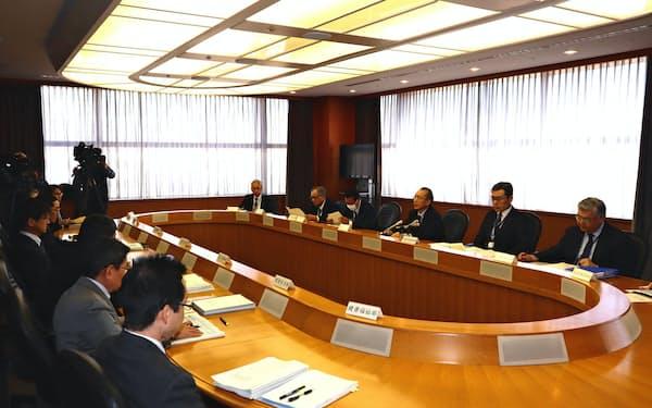 最終報告案を了承したプロジェクトチームの会合(24日、千葉県庁)