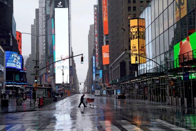 ニューヨークは外出規制により、街から人が消えた=ロイター