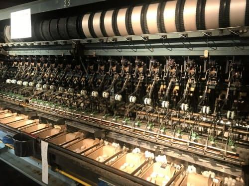 繭糸を生糸にする機械も間近で見られる