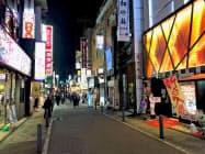 サラリーマン御用達の繁華街、東京・新橋は夜でも閑散としている