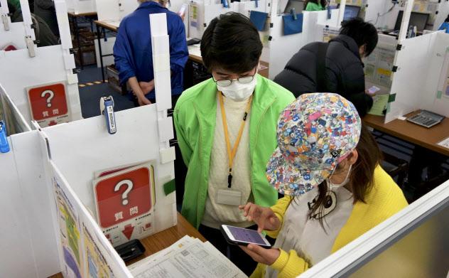 新型コロナウイルスの感染拡大の影響で確定申告の期限は4月16日まで延長された(6日、大阪市)