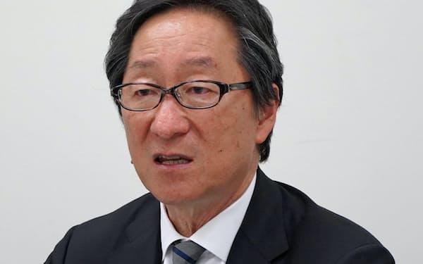 記者会見するヴィスの中村勇人社長(25日午後、東証)