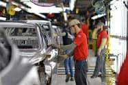 2月は米耐久財受注のうち自動車・同部品の受注が好調だった(米テネシー州の自動車工場)=ロイター