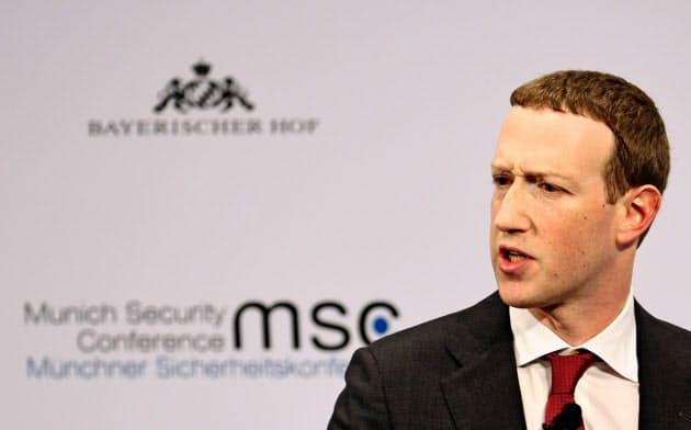 2月、ドイツで講演するフェイスブックのザッカーバーグCEO=ロイター
