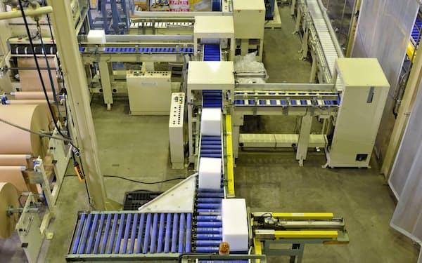 日本液炭子会社のドライアイスの製造風景