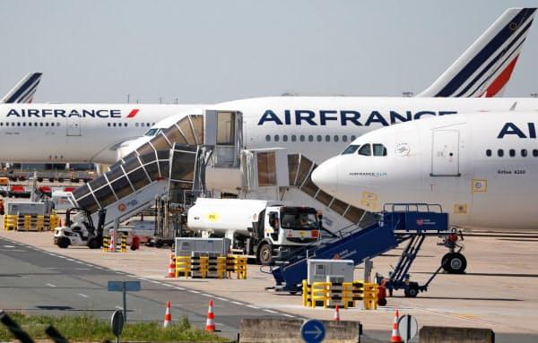 航空各社は旅客需要が急減している=ロイター