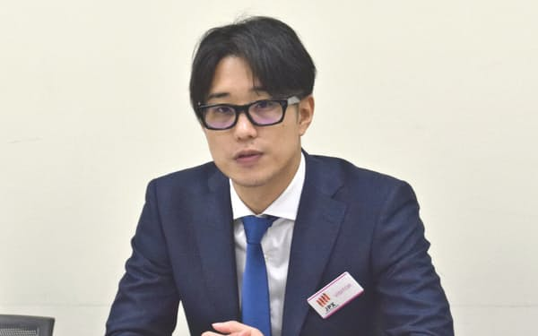 記者会見するサイバーセキの大野暉社長