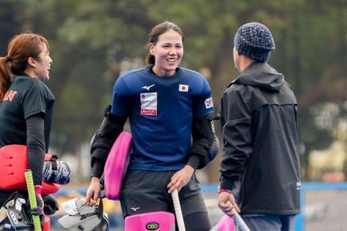 景山(中)は昨年、国際ホッケー連盟の女子最優秀GKに初めてノミネートされた