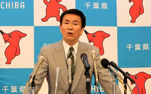 都内への移動自粛を県民に呼びかける森田健作千葉県知事(26日、千葉県庁)