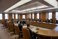 静岡県のコロナ対策会議は大規模イベント主催者にも慎重な対応を求めた(26日午後、静岡県庁)