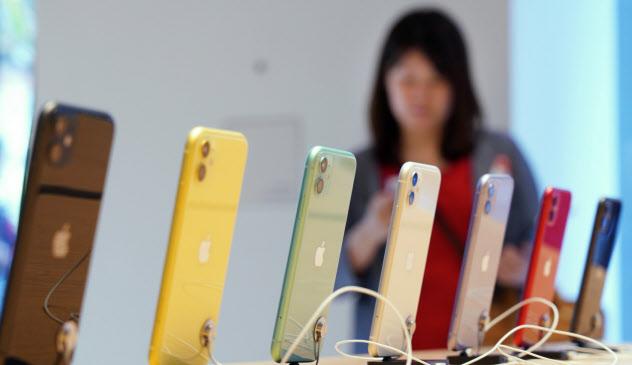 米アップルのiPhoneは日本で4割の販売シェアを持つ