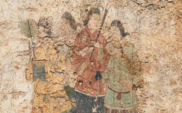 文化庁が公開した高松塚古墳壁画の最新画像(西壁女子群像、2019年12月撮影、文化庁提供)