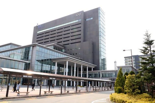 秋田駅東口の官民複合ビル「秋田拠点センター・アルヴェ」(秋田市)