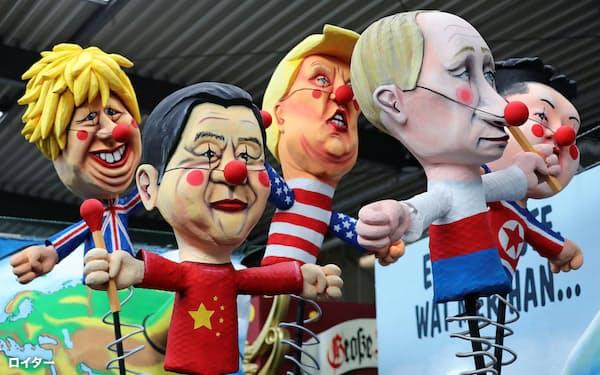 各国首脳には自国の利益を優先する「島国化」の姿勢が目立つ(2月、ドイツ・ケルンのカーニバルで)=ロイター