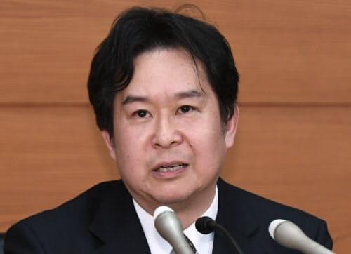 日銀審議委員に就任し、記者会見する安達誠司氏(26日、日銀本店)