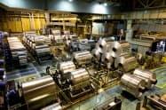新型コロナウイルスの感染拡大で自動車向けの需要減が懸念される(神戸製鋼所の工場)