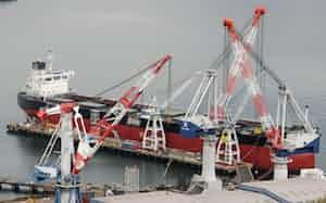 マザー工場として様々な技術・ノウハウを海外工場に移転する(広島県福山市の常石造船)=一部画像処理しています