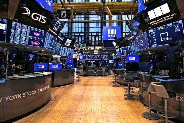 新型コロナの感染予防でトレーダーがいなくなったニューヨーク証券取引所=AP