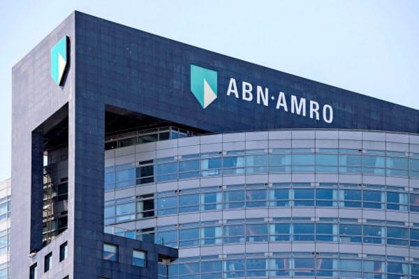 顧客のデリバティブ取引失敗で巨額損失が生じた(オランダ・アムステルダムのABNアムロ本社)=ロイター
