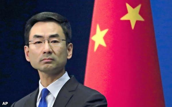 中国当局はビザを保有している人を含めて外国人の入国禁止を打ち出した(写真は中国外務省報道官)=AP
