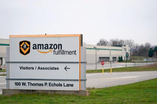 4月1日まで閉鎖を決めたアマゾンの物流施設(米ケンタッキー州)=ロイター