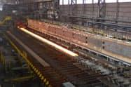 製鉄所組織のスリム化で採用人数を縮小する(君津製鉄所)