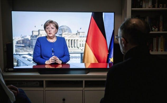 メルケル首相は18日に国民に対し緊急のテレビ演説をした際、EUのことは一切言及しなかった=AP