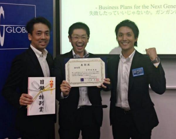 中野さん(中)はビジネススクール時代の仲間とアイプラグを起業した