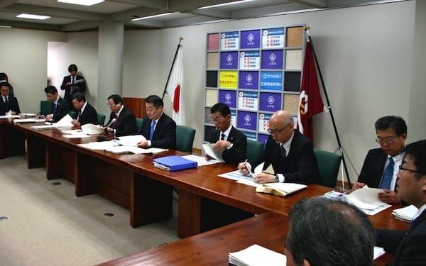 新型コロナウイルスの総合対策会議が開かれた(27日、山梨県庁)
