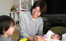 男性育休 日本で根付く? 「制度は一流、実態は二流」