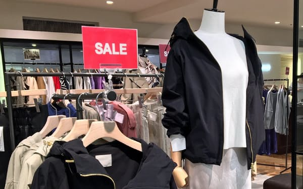 アパレル各社は異例の春セールを3月に着手(西武池袋本店)